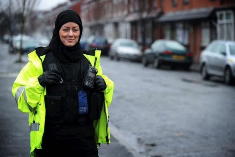 Polis Scotland lulus tudung kepala pakaian rasmi anggota Muslim