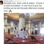 Netizen terkejut atlet tinju Britain bergambar dalam masjid
