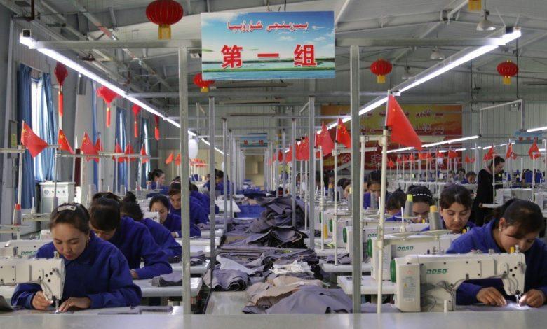 China paksa Etnik Islam Uyghur hasil barang berjenama di kem tahanan
