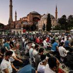 Kegembiraan di Constantinople, penderitaan di Timur
